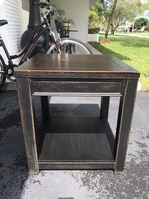 Corner Table- Small Table for Sale in Pinecrest, FL