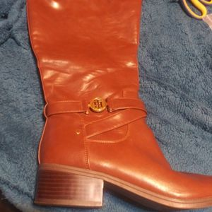Tommy Hilfiger Diwan Boots Size 11 Champagne for Sale in Marietta, GA