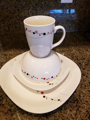 Thompson Pottery serving for 8 for Sale in Lynnwood, WA