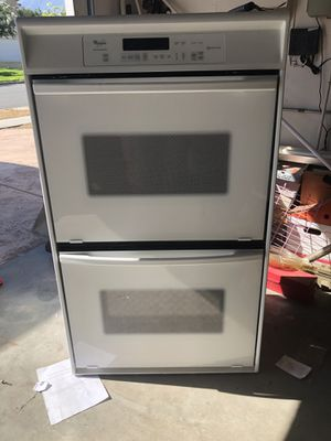 Whirlpool conventional oven for Sale in Rancho Cucamonga, CA