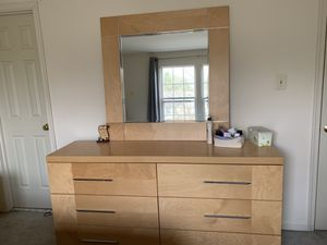 Bedroom set (Headboard, footboard side rails, 2 nightstands, and a dresser w/ mirror) for Sale in Germantown, MD