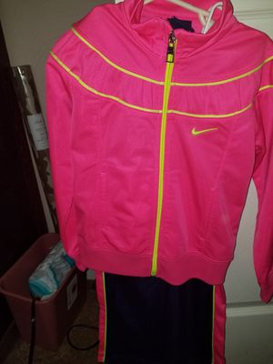 New Girl Nike Suit for Sale in Norfolk, VA