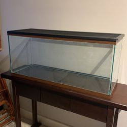 29 gallon breeder with mesh lid for Sale in Seattle,  WA