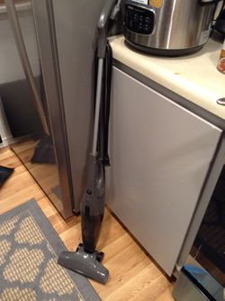 *LOW PRICE MOVING* LIKE NEW BISSEL VACCUM CLEANER for Sale in Seattle,  WA