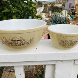 VINTAGE PYREX 'Forest Fancies' Nesting Bowls for Sale in Carlsbad, CA