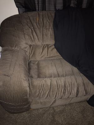 Comfortable love seat for Sale in Fresno, CA
