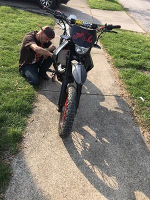 250cc dirt bike for Sale in Cleveland, OH