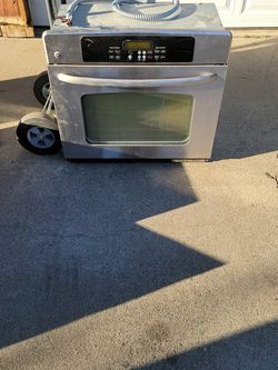 General Electric overhang Vince and microwave oven regular oven and range top for Sale in Fresno,  CA