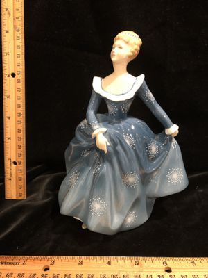 Royal Doulton 1965 Fragrance HN 2334 for Sale in Puyallup, WA
