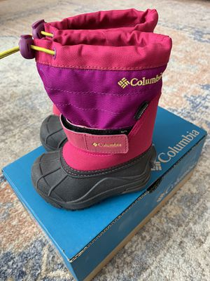Kids new Columbia snow boots size 6 for Sale in West Linn, OR