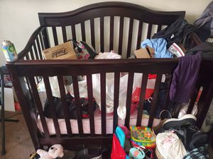 Baby crib. Great solid wood. for Sale in Los Angeles, CA