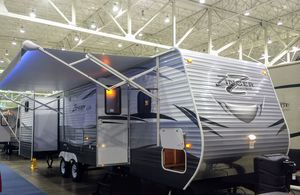 2016 Zinger by Crossroads 32DB for Sale in Cleveland, OH