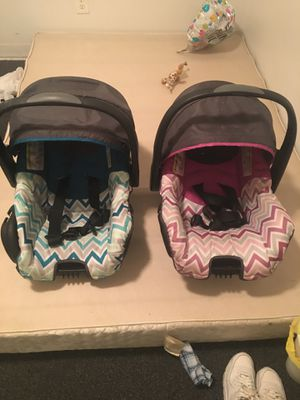 Twins car seats for Sale in Nashville, TN