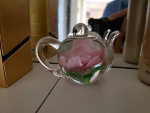 HEIRLOON TEA POT PAPERWEIGHT. for Sale in Miami, FL