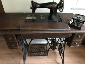 Antique Singer Treadle Sewing Machine for Sale in Holmes Beach, FL