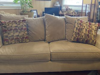 Big Comfy Couch. for Sale in Nashville,  TN