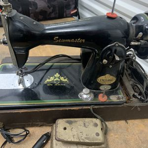 Antique Sewing Machine for Sale in Los Angeles, CA
