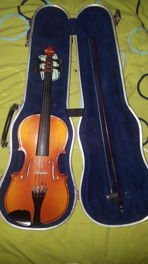 Handmade 1/2 size German Violin with Case and Bow high quality for Sale in Waterbury, CT