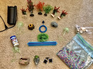 Fish tank accessories and decorations for Sale in Chicago Ridge, IL