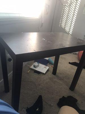 Small desk for Sale in Long Beach, CA