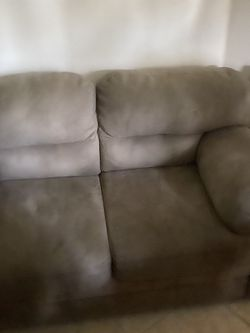 Full couch with pull out bed for Sale in Fort Lauderdale,  FL