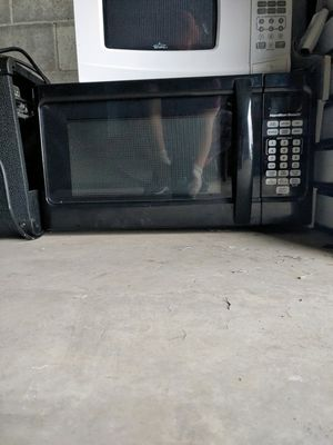 Two microwaves like brand new for Sale in Charleroi, PA