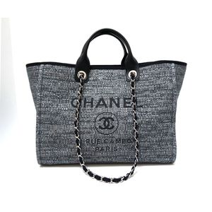 Chanel gray canvas shoulder hand bag for Sale in Miami, FL