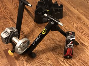 2017 CycleOps Fluid2 Indoor Bike Trainer for sale for Sale in Chicago, IL