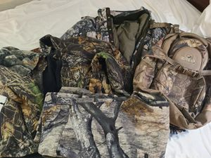 Browning xl/L 2n1 coat, pants, jacket, hat and backpack for Sale in Oklahoma City, OK