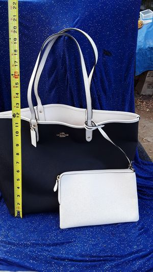 60% OFF! New Reversible, Coach leather purse/wallet (lrg) msrp.$459.!! for Sale in Torrance, CA