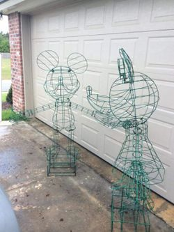 Mickey & Minnie Custom 5 1/2 ft Topiary for Sale in Puyallup,  WA