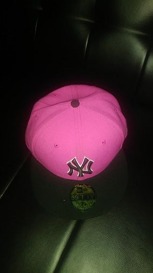 Pink & black 7 1/8 NY hat for Sale in Lebanon, IL