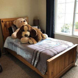 Twin pine Bed for Sale in Tulare, CA