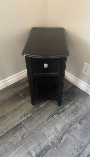 Side table for Sale in Apple Valley, CA