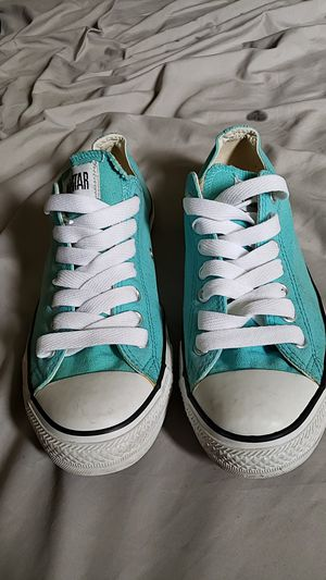 Converse chuck taylors lowtop size 9 for Sale in Levittown, PA