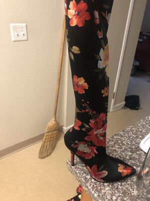 Flower print thigh high heel women's size 6 for Sale in Oakland, CA