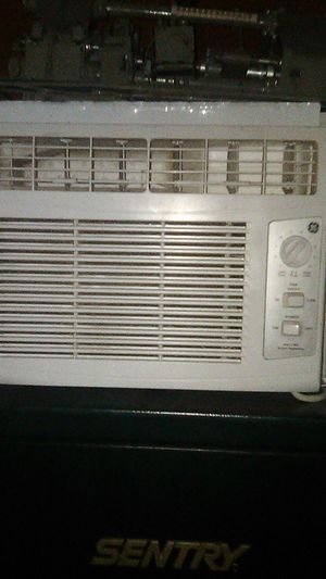G.E. window AC 150 sq ft window air conditioner for Sale in Avondale, AZ