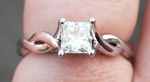 14 Karat White Gold 1 Carat Diamond Ring for Sale in Duluth, MN