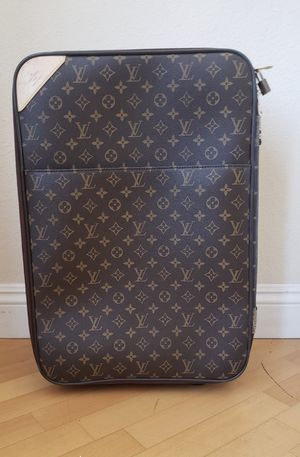 LOUIS VUITTON Monogram Pegase for Sale in Gardena, CA