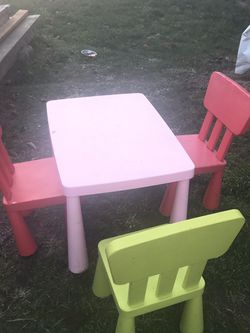 IKEA TABLE AND CHAIRS for Sale in Tacoma,  WA
