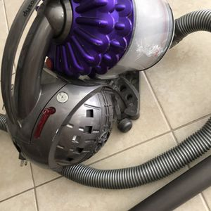 Vacuum Dyson Used for Sale in Pompano Beach, FL