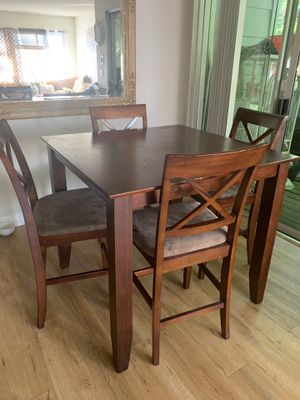 Bar height dining set needs cleaning for Sale in San Jose, CA