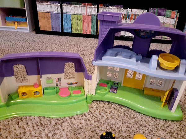 Doll house and plane