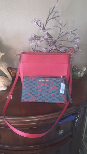 🎁🎁New authentic Michael Kors crossbody bag and wallet $140 PRICE IS FIRM for Sale in North Las Vegas, NV
