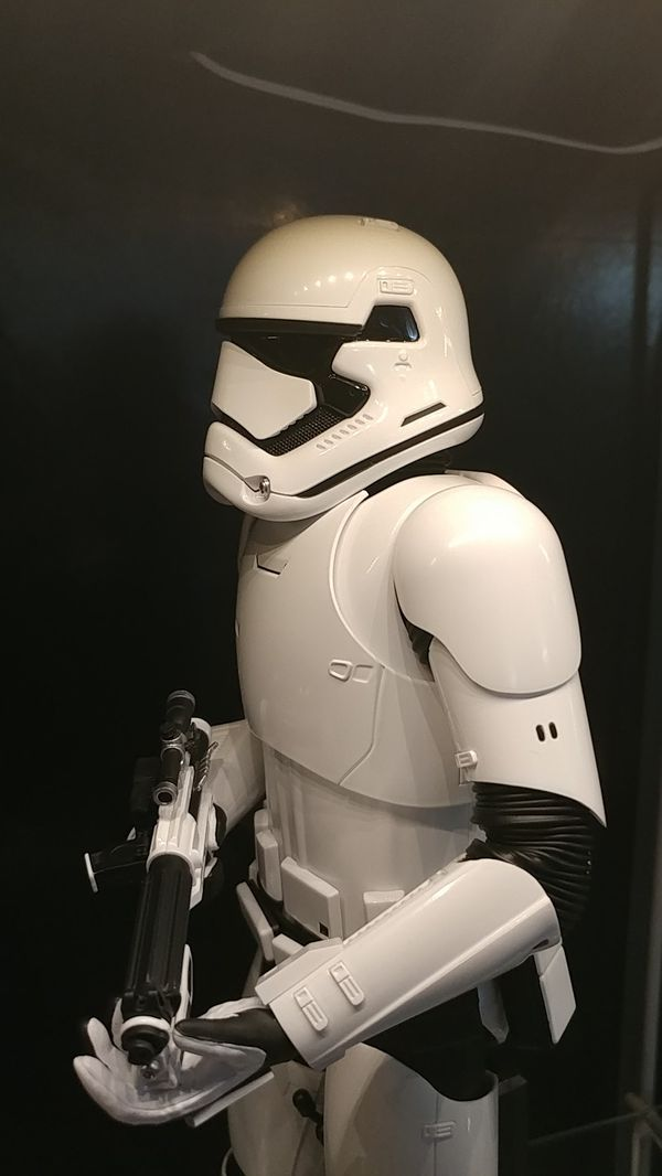 Hot Toys 1:6 scale First Order Stormtrooper