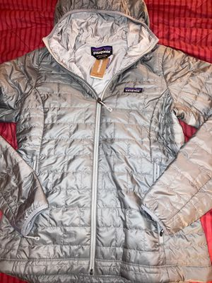 New Women's Size Medium Patagonia Nano Puff Hoody Feather Grey Color for Sale in Yorba Linda, CA