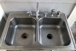 Stailess steel Kitchen Sink with all attachments and badger desposer good condition $55 deal for Sale in Palmdale, CA