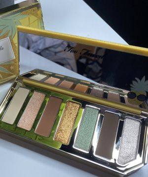 Too faced eyeshadow pallet for Sale in Long Beach, CA