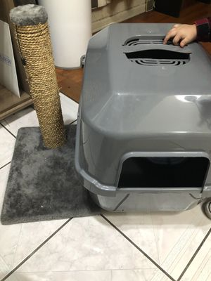 Cat littler box and post scratch-used for Sale in Long Beach, CA