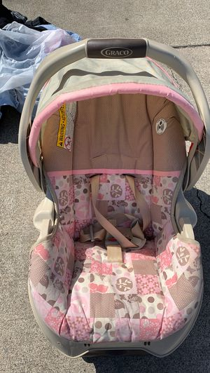 Baby girl car seat, it was my daughters she's 7 1/2 now...it's still in very good condition for Sale in Fairfield, CA
